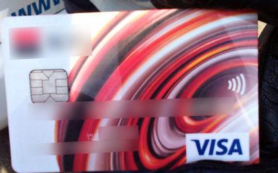 Strážníci dopadli muže, který chtěl v obchodě platit cizí kartou