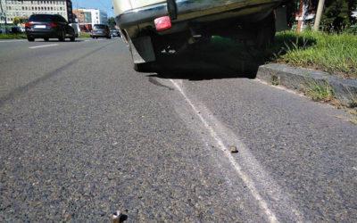 Strážníci pomáhali seniorovi, kterého zradil starší automobil