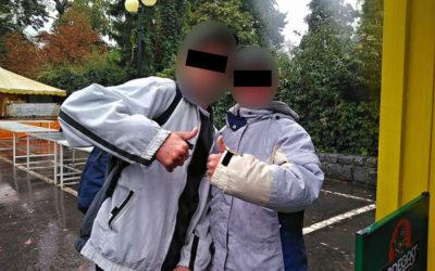 Při řešení partnerské hádky strážníci zjistili, že na muže byl vydán příkaz k zatčení