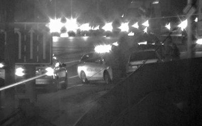 Strážníci pomáhali řidiči s nepojízdným autem. Přechod vozidla na zimní provoz nepodceňujte