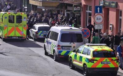 Před fotbalovým utkáním došlo k napadení fanouška. Útočníka zpacifikovali strážníci