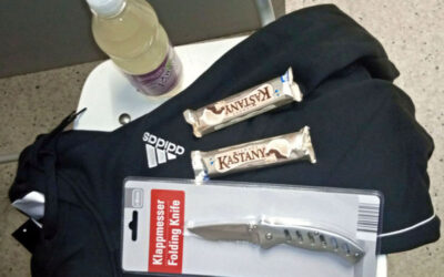 Recidivista kradl v obchodě čokolády, další mladík měl zálusk na potraviny, oděvy i nůž