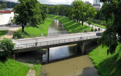 Rozrušený muž chtěl skočit z mostu. Hlídka MP Zlín jej odvedla do bezpečí