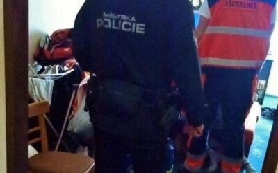 Strážníci spěchali na pomoc spoluobčanům, kteří se ocitli v nouzi