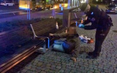 Hlídka MP Zlín poskytla první pomoc muži, který se při pádu poranil na hlavě