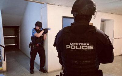 Policisté a strážníci cvičili zásah v budově Městského divadla Zlín